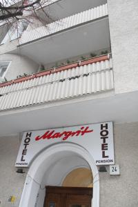 Hotelpension Margrit, Guest houses  Berlin - big - 1