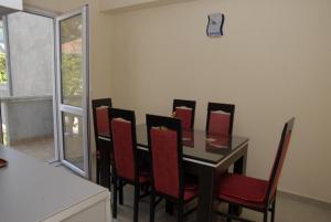 Apartments Dosljak, Apartmanok  Tivat - big - 17