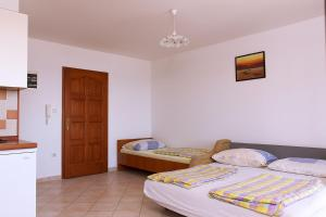 Apartments Villa Supertom, Apartmanok  Povljana - big - 20