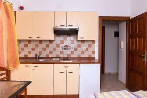 Apartments Villa Supertom, Apartmanok  Povljana - big - 8