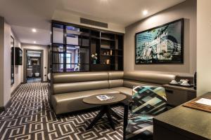 Hoxton Studio Suite