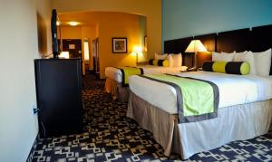 Queen Room with Two Queen Beds and Roll-In Shower - Mobility Access/Non-Smoking