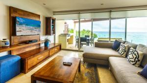 Three-Bedroom Apartment with Ocean View - Penthouse