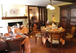 Hotel Restaurant Le Cygne, Hotely  Conches-en-Ouche - big - 39