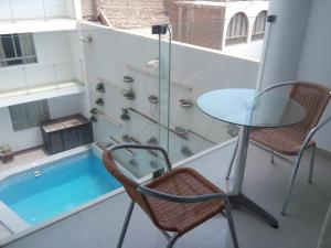 Queen Suite with Pool View