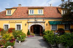 Hotel Ungarische Krone, Hotely  Bruckneudorf - big - 1