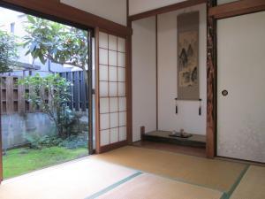 Enman Guest House Osaka, Гостевые дома  Осака - big - 1
