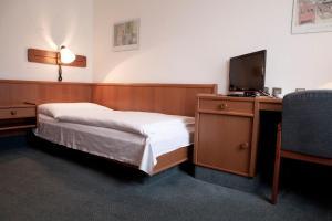 Hotel Ungarische Krone, Hotely  Bruckneudorf - big - 3