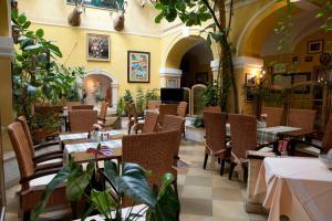 Hotel Ungarische Krone, Hotely  Bruckneudorf - big - 16