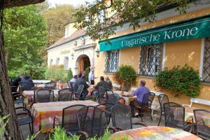 Hotel Ungarische Krone, Hotely  Bruckneudorf - big - 18