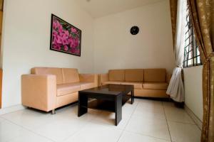 RedDoorz Plus Near Lippo Karawaci, Penziony  Tangerang - big - 13