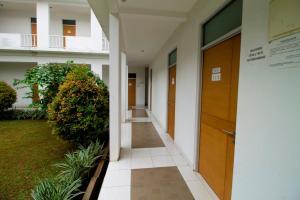 RedDoorz Plus Near Lippo Karawaci, Penziony  Tangerang - big - 14