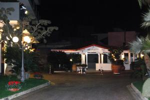Hotel Ristorante Donato, Hotels  Calvizzano - big - 87