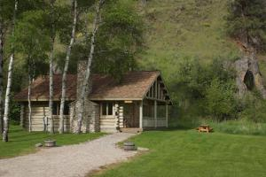 Two Bedroom Cottage - Aspen