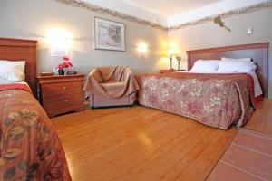 Queen and Double Room With Mountain View