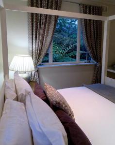 Улучшенный двухместный номер с 1 кроватью или 2 отдельными кроватями и видом на сад