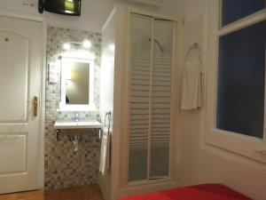 Single room private external bathroom