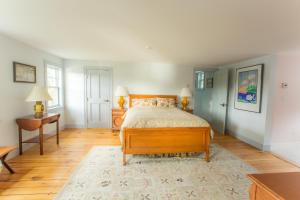 Queen Suite with Double Bed