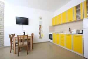Apartments Jasmina, Apartmány  Novalja - big - 16