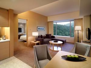Regency Suite with Club Access and Smartphone