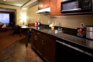 Deluxe Kitchenette Suite with Two Queen Beds