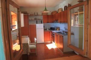 Villa Panoramica Belvedere, Apartmanok  Scontrone - big - 8