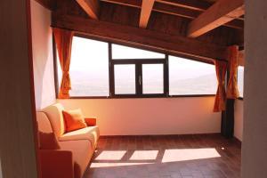 Villa Panoramica Belvedere, Apartmanok  Scontrone - big - 2