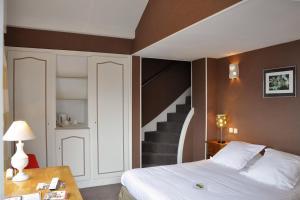 Hostellerie de la Vieille Ferme, Отели  Криэль-сюр-Мер - big - 65