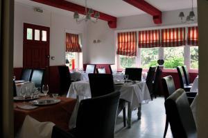 Hostellerie de la Vieille Ferme, Отели  Криэль-сюр-Мер - big - 78