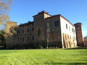 Castello Sannazzaro B&B