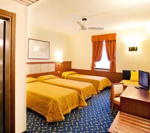 Hotel Benaco, Szállodák  Nago-Torbole - big - 17