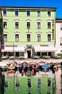 Hotel Benaco, Szállodák  Nago-Torbole - big - 76