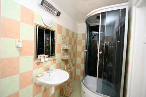 Pension Grant Lux Znojmo, Отели типа «постель и завтрак»  Зноймо - big - 35