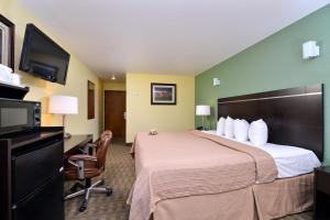Quality Inn & Suites Elko, Hotels  Elko - big - 8