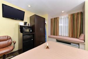 Quality Inn & Suites Elko, Hotels  Elko - big - 5