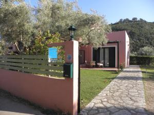 Ionian Breeze Studios, Apartments  Lefkada Town - big - 1