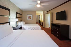 One-Bedroom Queen Suite with Two Queen Beds  - Non-Smoking