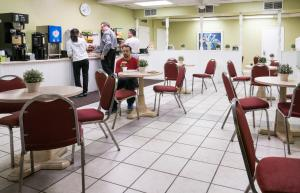 Vista Inn & Suites Tampa, Hotely  Tampa - big - 24