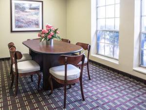 Vista Inn & Suites Tampa, Hotely  Tampa - big - 25