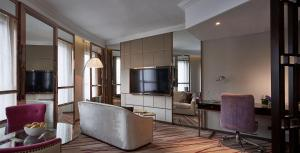 Executive Queen or Twin Suite with Course View and Free Wi-Fi