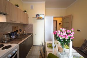 Izumrudnye Holmy 1, Apartmanok  Krasznogorszk - big - 6