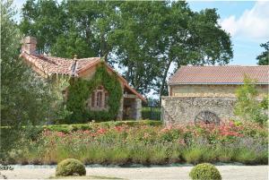 Domaine de La Corbe, Bed and Breakfasts  Bournezeau - big - 21