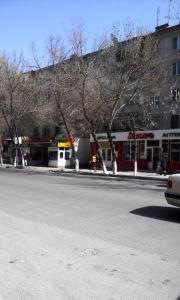 Apartment 16 Mikrorayon 42, Ferienwohnungen  Shymkent - big - 5