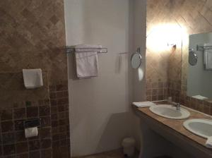 Hôtel Bristol, Hotel  Carcassonne - big - 11