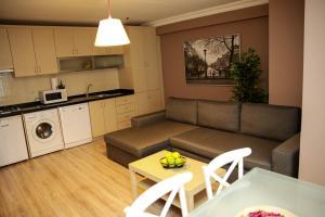 Akin Suites, Апарт-отели  Стамбул - big - 8
