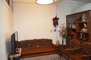 8-Bed Mixed Dormitory Room
