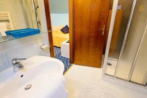 Hotel Benaco, Szállodák  Nago-Torbole - big - 10