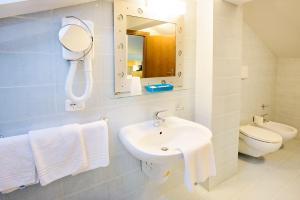 Hotel Benaco, Szállodák  Nago-Torbole - big - 11