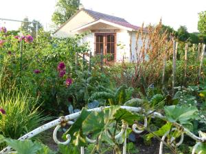 Aux Jardins d'Alice, Bed and breakfasts  Asnans - big - 54