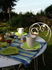 Aux Jardins d'Alice, Bed and breakfasts  Asnans - big - 64